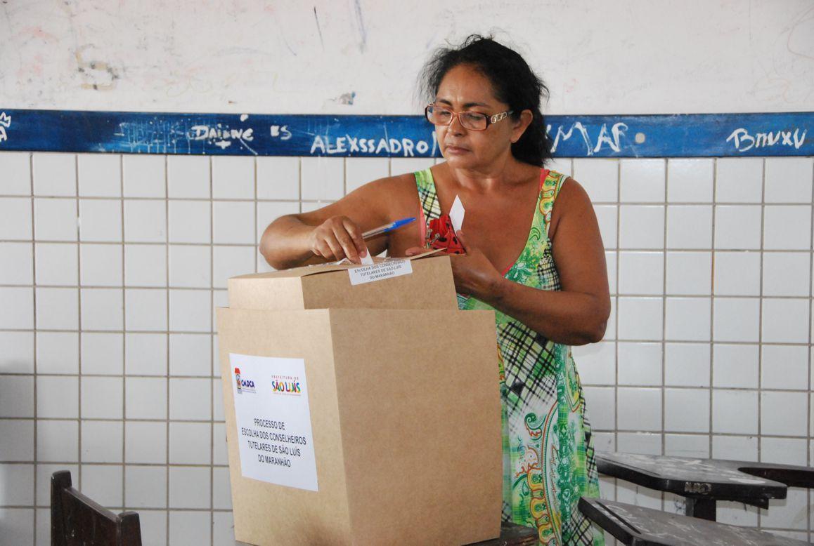 Conselheiros Tutelares Senhora votando