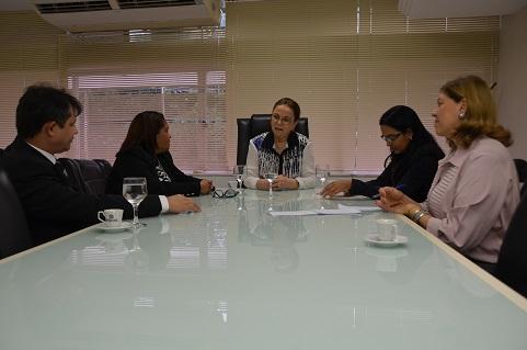 Secretária da Mulher agradeceu o empenho do MP na fiscalização e divulgação da Lei do Feminicídio (Foto: MPMA)